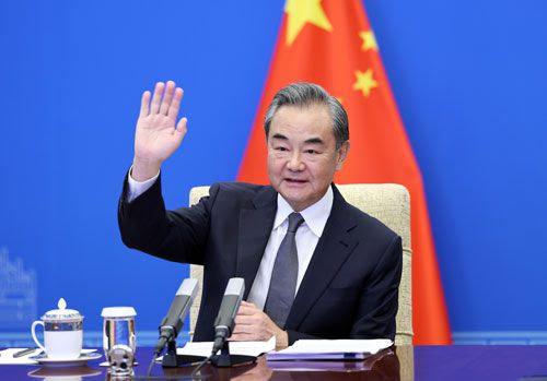 8일 화상으로 열린 아프가니스탄 주변 6국 외교장관 회담에서 왕이(王毅) 외교부장이 인사를 하고 있다. 이날 회의에는 중국을 비롯해 파키스탄, 이란, 타지키스탄, 우즈베키스탄, 투르크메니스탄 등 아프간 주변국이 참가했다. /중국 외교부 홈페이지